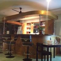 Снимок сделан в Emerald Hotel пользователем Dog T. 7/5/2012