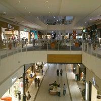 รูปภาพถ่ายที่ AEON Mall โดย Yoshitaka A. เมื่อ 7/8/2012