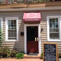 Foto tomada en The Pretzel Bakery por Karen S. el 5/10/2012