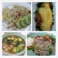 Photo taken at Bai Ngoen Restaurant by ⓣÜ t. on 8/11/2012