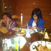 Photo taken at Olive Garden by Lupe J. on 3/25/2012