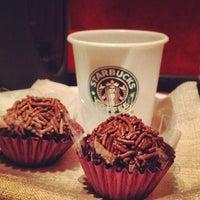 Foto tirada no(a) Starbucks por Anderson C. em 9/4/2012