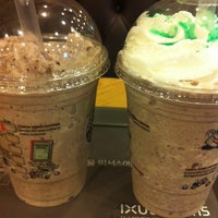 Photo taken at TOM N TOMS COFFEE by Dong-Gyu P. on 4/28/2012