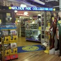 Foto tirada no(a) Golden Age Collectables por Edith R. em 6/24/2012