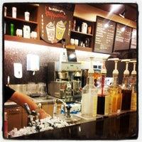 6/8/2012 tarihinde Oguz Han E.ziyaretçi tarafından Starbucks'de çekilen fotoğraf