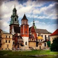 รูปภาพถ่ายที่ Zamek Królewski na Wawelu โดย Oleg P. เมื่อ 7/20/2012