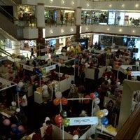 Photo prise au Bangsar Shopping Centre par Foxy Bee le7/7/2012