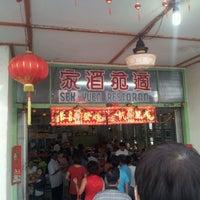 Photo prise au Sek Yuen Restaurant (適苑酒家) par Juztin S. le2/4/2012