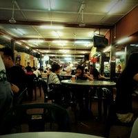 Photo taken at Restoran Kam Wan (金山冬菇亭) by Kuan Yung on 6/6/2012