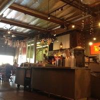 Foto tomada en Jones Coffee Roasters por Susana P. el 4/19/2012