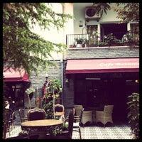 6/9/2012 tarihinde Basak K.ziyaretçi tarafından Cafe Botanica'de çekilen fotoğraf