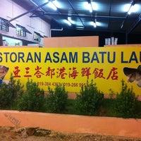 Photo taken at Restaurant Asam Batu Laut, Tg Sepat by Samantha on 6/18/2012