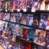 Foto scattata a Midtown Comics da Bruna F. il 6/14/2012
