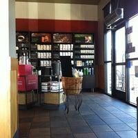 Снимок сделан в Starbucks пользователем Tina T. 7/9/2012