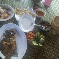 Photo taken at Rumah Makan Manjabal 2 by Desira E. on 8/24/2012
