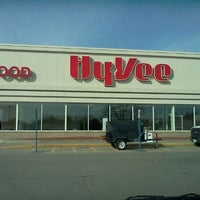 Photo taken at Hy-Vee by dustin r. on 2/20/2012