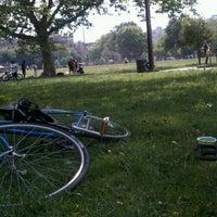Das Foto wurde bei McCarren Park von Lisa am 6/10/2012 aufgenommen