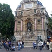 Photo prise au Place Saint-Michel par Rodrigo C. le6/20/2012