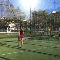 Foto tirada no(a) Club de Raqueta por Sandra B. em 6/14/2012