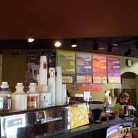 รูปภาพถ่ายที่ Biggby Coffee โดย Shawn S. เมื่อ 8/12/2012