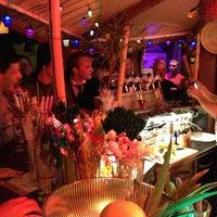 3/17/2012 tarihinde Kai J.ziyaretçi tarafından Navy Jerry's Rum Bar'de çekilen fotoğraf