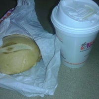 Photo taken at Dunkin' Donuts by Helio S. on 4/22/2012