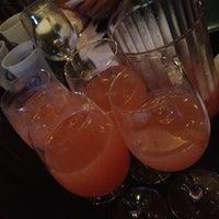 Foto tomada en Royal Oak Bar and Grill por Kaiden el 7/15/2012