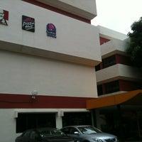 Photo taken at KFC & Pizza Hut HQ by 💋JuWieZy™ V. on 2/6/2012