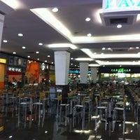 Photo taken at Cataratas JL Shopping by Alanis K. on 4/11/2012