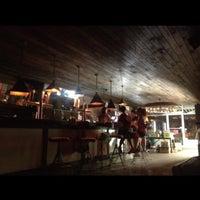 8/9/2012 tarihinde Bitsy M.ziyaretçi tarafından Alphabet City Beer Co.'de çekilen fotoğraf