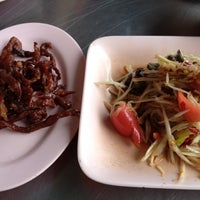 Photo taken at ร้านลาบร้อยเอ็ด (ลาดพร้าว-วังหิน) by Oat Y. on 5/23/2012