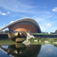 7/22/2012 tarihinde Kristian B.ziyaretçi tarafından Dünya Kültürleri Evi'de çekilen fotoğraf