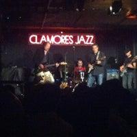 Foto tomada en Sala Clamores por Xtina G. el 7/10/2012