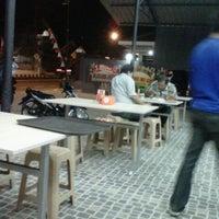 Photo taken at Iwak'e Seafood by Wawan S. on 8/18/2012