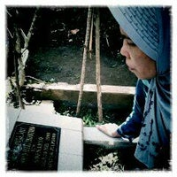 Photo taken at Makam alm. Riki yang paling ganteng by Dwi Gustin Catur R. on 2/11/2012