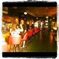 6/8/2012 tarihinde Chad B.ziyaretçi tarafından Weegee's Lounge'de çekilen fotoğraf