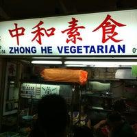 Photo taken at Zhong He Vegetarian by Jansen E. on 4/23/2012