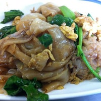 Photo taken at ไอ้หนูยอดผัก by Tammarong K. on 2/27/2012