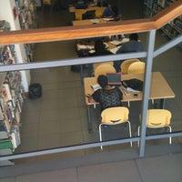 Foto tomada en Biblioteca Central UCN por Coni R. el 4/17/2012