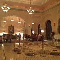 4/4/2012 tarihinde Polina R.ziyaretçi tarafından Rambagh Palace Hotel'de çekilen fotoğraf