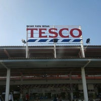 Photo taken at Tesco by Azry A. on 2/25/2012