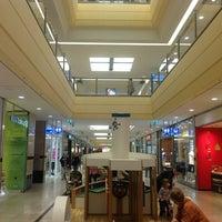 Das Foto wurde bei Altmarkt-Galerie von Armando I. am 5/15/2012 aufgenommen