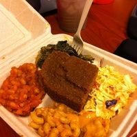 Foto tomada en Homegrown Smoker Vegan BBQ por Allyson A. el 4/6/2012