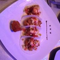 Foto tomada en i Latina Restaurante por Maggie J. el 3/18/2012