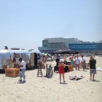 รูปภาพถ่ายที่ Bally's Bikini Beach Bar โดย Curtis P. เมื่อ 7/4/2012