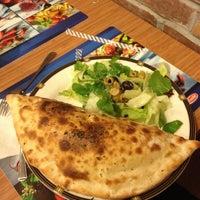 Das Foto wurde bei Ünes Pizza & Makarna von Deniz D. am 2/16/2012 aufgenommen