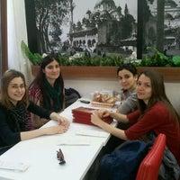 Foto tirada no(a) Sultan Ahmet Koftecisi por Necdet Y. em 3/29/2012