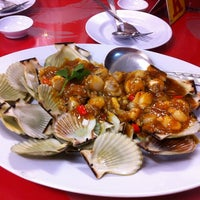 Photo taken at 大茄来海鲜餐厅 Welcome Seafood Restaurant by Taw O. on 8/4/2012