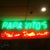รูปภาพถ่ายที่ Papa Vito's โดย Steven A. เมื่อ 5/20/2012