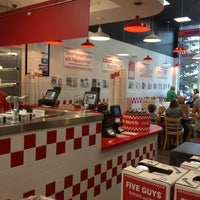 Foto scattata a Five Guys da Rick L. il 7/27/2012